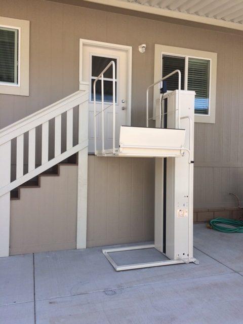 Mac's PL-72 Vertical Home Lift